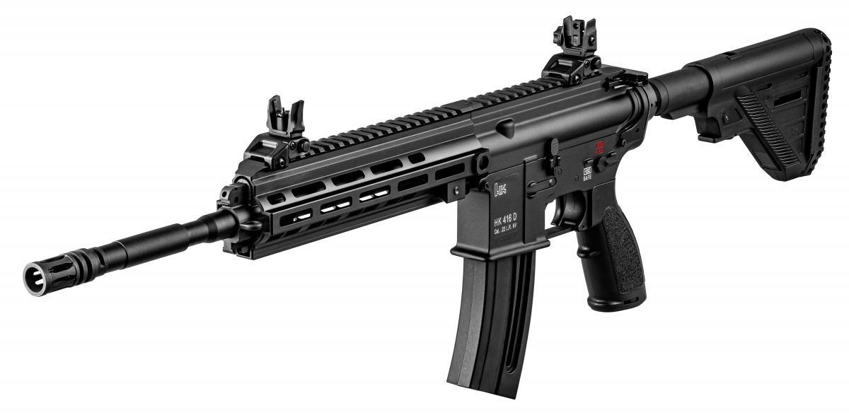 Po blisko dekadzie odwprowadzenia karabinków bocznego zapłonu Umarex HK416 naeuropejski rynek broń wkońcu trafiła nasprzedaż doStanów Zjednoczonych. Wzaprezentowanym modelu zwraca atrapa systemu gazowego