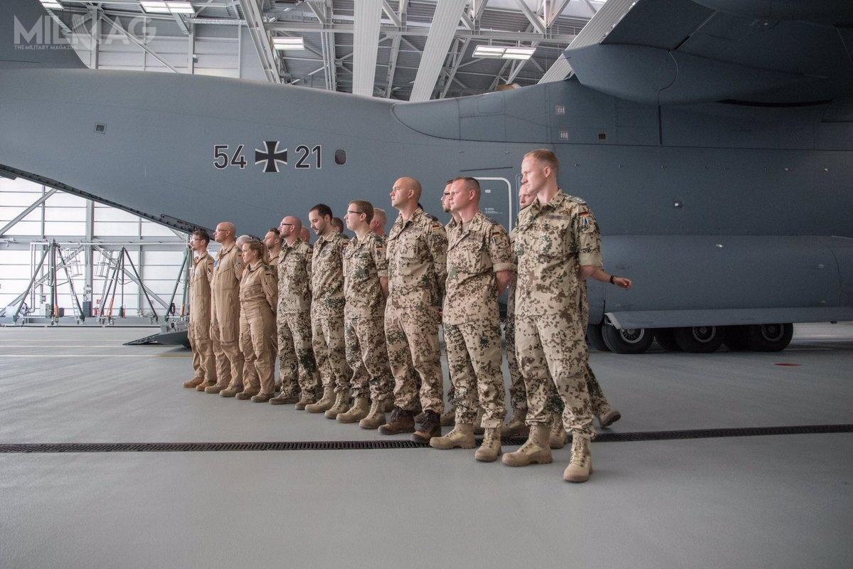 Na pokładzie samolotu doJordanii przebazowano liczący 21 żołnierzy personel latający itechniczny 62. Skrzydła Lotnictwa Transportowego / Zdjęcia: Luftwaffe