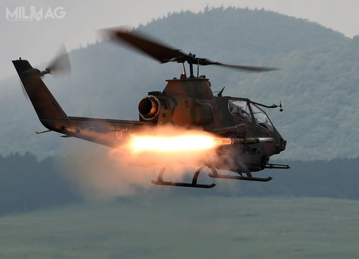 AH-1S Cobra zostały wyprodukowane przezkoncern Mitsubishi Heavy Industries nalicencji wlatach 1984-2000. Z89 dostarczonych wiropłatów, wsłużbie liniowej pozostaje nadal 59. /Zdjęcie: JGSDF