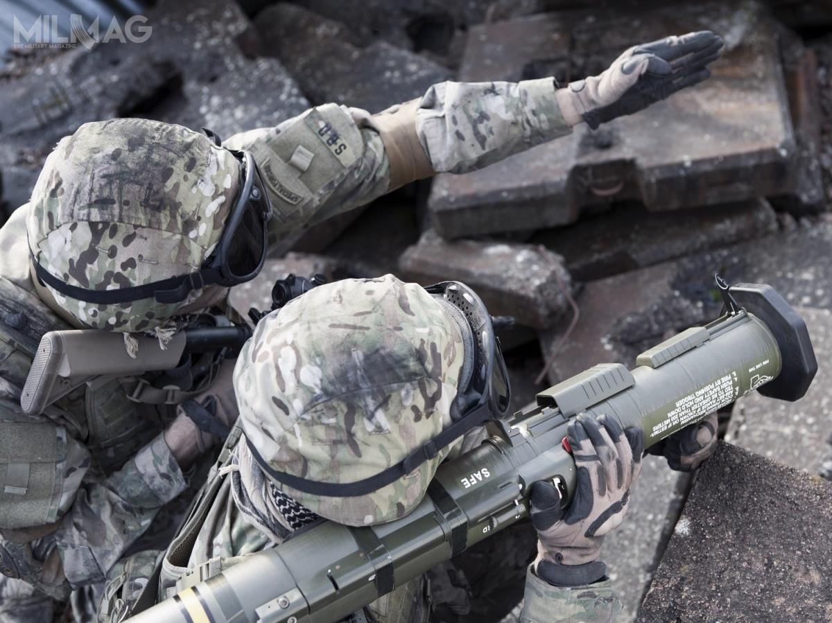 AT4 tosystem lekkich, przenośnych granatników jednorazowych, przeznaczony także dodziałania wnocy iwpomieszczeniach zamkniętych. Odczasu wprowadzenia narynek wpołowie  lat 1980., AT4 został dostarczony do30 państw, gdzie trafił dojednostek piechoty ispecjalnych. WPolsce trafiły doDowództwa Komponentu Wojsk Specjalnych / Zdjęcie: Saab Defence and Security