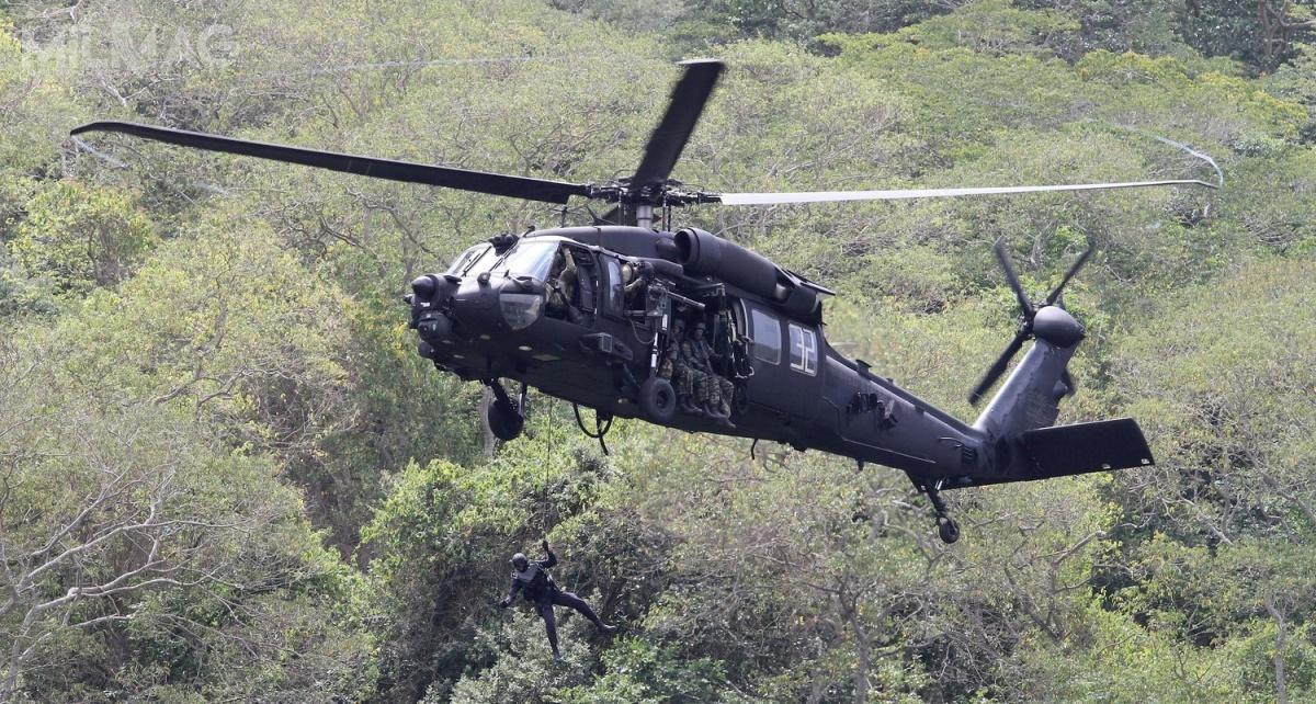 Zmodernizowany MH-60M Black Hawk został wprowadzony wlatach 2011-2015 wmiejsce MH-60L/K nawyposażenie 160. (Powietrznodesantowego) Pułku Lotniczego Operacji Specjalnych Night Stalkers amerykańskich wojsk lądowych (US Army).  Wporównaniu zwcześniejszym wariantem, maksymalna masa startowa wzrosła z10 do11 t / Zdjęcie: US Army