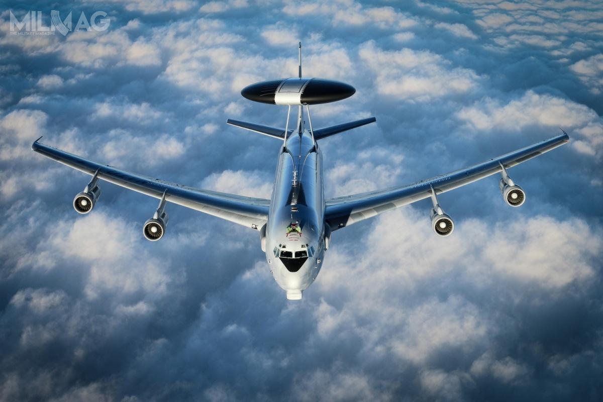 Komponent NATO składa się zczternastu samolotu wczesnego ostrzegania idozoru przestrzeni powietrznej E-3A Sentry AWACS, rozmieszczonych wNiemczech. Jest wspierany przezsześć E-3D, które stacjonują wWielkiej Brytanii. Łącznie wpaństwach NATO lata około 50 samolotów tego typu, wwiększości poddowództwem narodowym.
