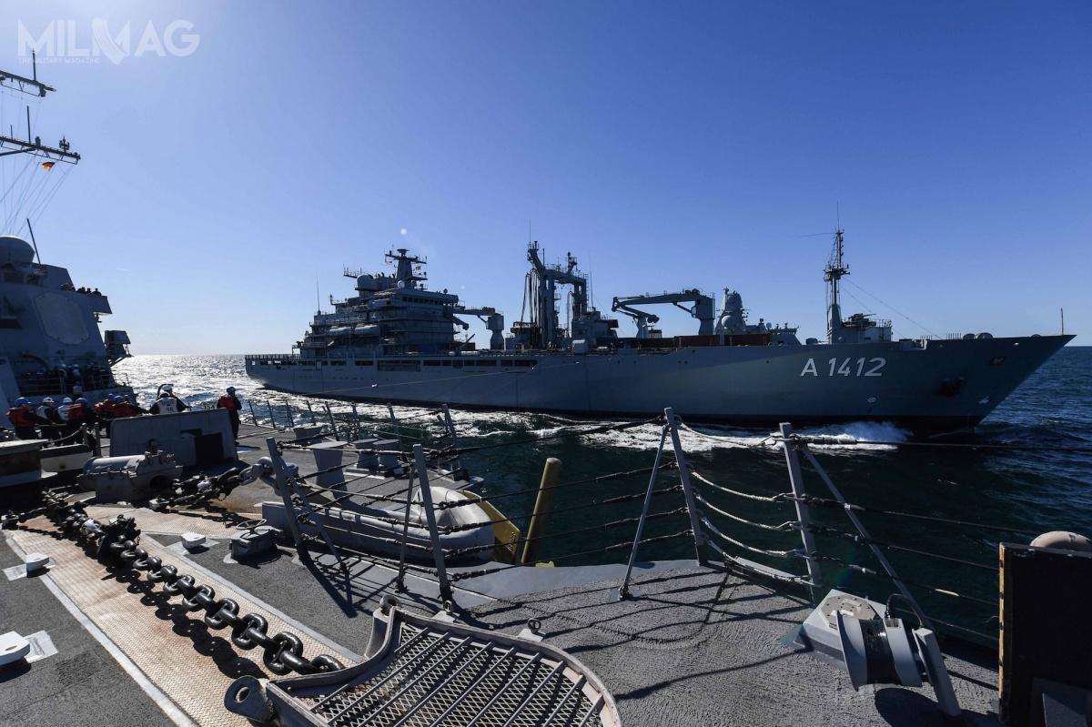 Bałtyckie manewry są największym przedsięwzięciem tego typu wEuropie Północnej. Ich celem jest zgranie załóg reprezentujących marynarki krajów NATO iich sojuszników podczas różnego typu operacji. Nazdjęciu amerykański niszczyciel klasy Arleigh Burke, USS Bainbridge (DDG 96) jest tankowany przezniemiecki okręt zaopatrzeniowy Frankfurt am Main (A1412) / Zdjęcie: Theron J. Godbold, US NAVY
