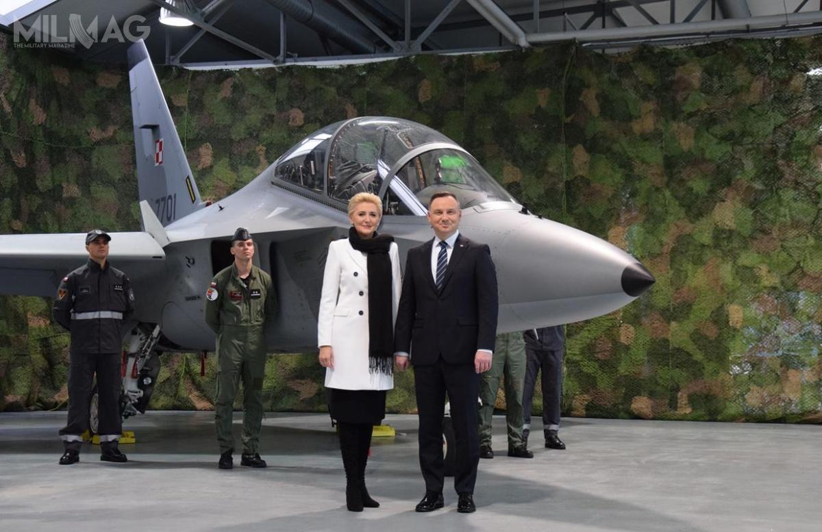 Formalne nadanie nazwy Bielik nastąpiło 24 listopada. Matką chrzestną samolotów została Pierwsza Dama RP. /Zdjęcia: Siły Powietrzne RP