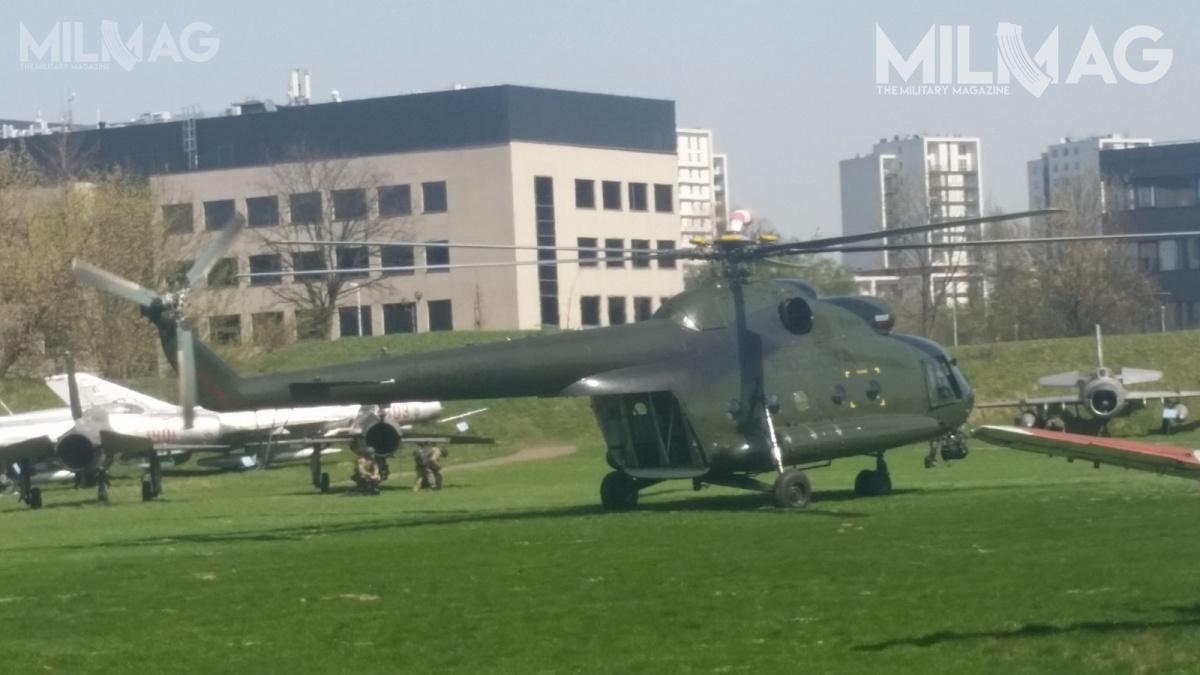 Policyjni antyterroryści korzystają zezmodyfikowanych Mi-8, którychtylna rampa została dostosowana doprowadzenia desantów zwykorzystaniem liny