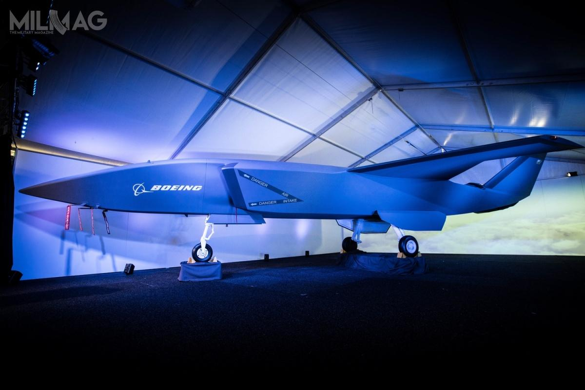 Makieta bsl została zaprezentowana przezsekretarza Departamentu Obrony Christophera Pyne'a podczas pokazów lotniczych Avalon Air Show. Promień działania ma wynieść nawet 3700 km (2000 mil morskich). Oblot demonstratora technologii został zaplanowany na2020