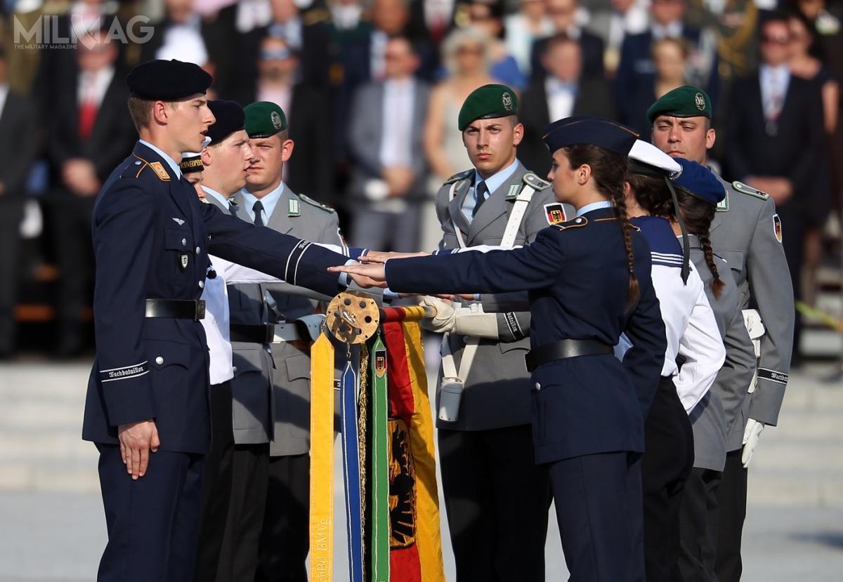 Liczebność niemieckich sił zbrojnych poraz pierwszy odkilku lat ponownie przekroczyła 180 tysięcy żołnierzy / Zdjęcie: Torsten Kraatz, Sebastian Wilke/Bundeswehr