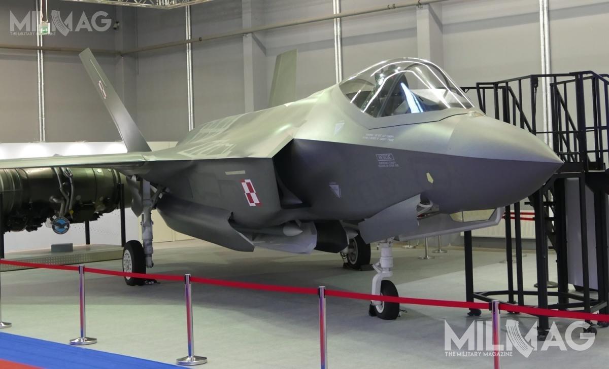 Polska zdecydowała się nazakup 32 samolotów wielozadaniowych Lockheed Martin F-35A Lightning II, co oznacza odwa samoloty mniej, niż Belgia. Pakiet dla obu państw jest zbliżony, poza większą liczbą silników zamówionych przezBelgów / Zdjęcie: Remigiusz Wilk