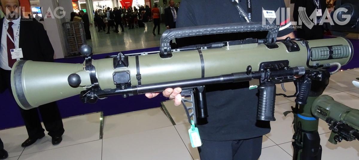 CGM4 ma masę 6,7 kg (blisko opołowę mniej wobec modelu M2), co udało się osiągnąć dzięki wprowadzeniu tytanowej wkładki lufy ipłaszcza zwłókna węglowego, przekonstruowaniu zamka zdyszą idodaniu nowej podpory / Zdjęcie: Remigiusz Wilk