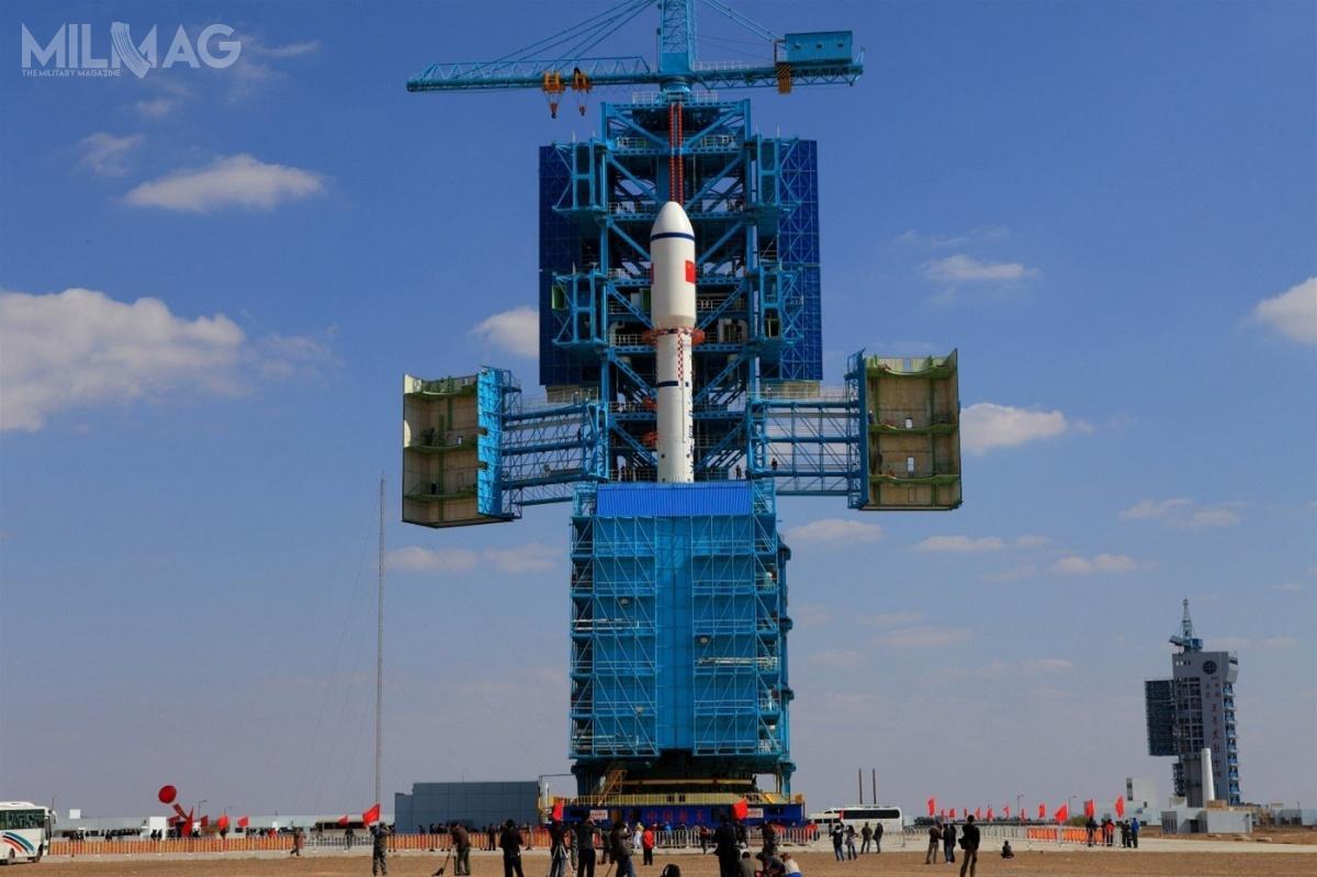 Chiński eksperymentalny, bezzałogowy wahadłowiec kosmiczny CSSHQ został wyniesiony naniską orbitę okołoziemską zapomocą rakiety nośnej Chang Zheng-2F. Według niektórych opinii, wyrzutnia LA-4/SLS-1 wCentrum Startowym Satelitów Jiuquan przeszła znaczące modyfikacje przedpiątkowym startem