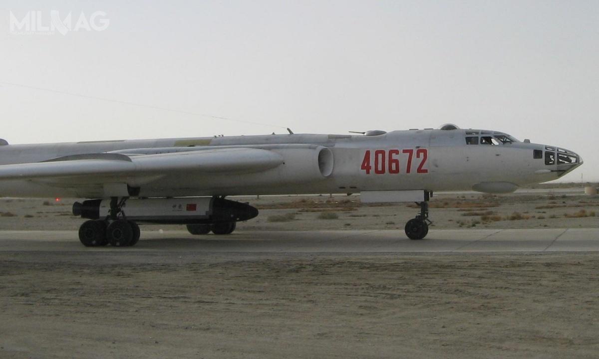 11 grudnia 2007 ujawniono istnienie prototypu chińskiego bezzałogowego samolotu kosmicznego Shenlong, opracowanego wramach projektu 863-706. Pierwszy test, obejmujący testowy zrzut zbombowca H-6K nastąpił prawdopodobnie dwa lata wcześniej. 8stycznia 2011 statek miał wykonać pierwszy lot suborbitalny – brak jednak potwierdzenia. Niewykluczone, żewystrzelony 4września 2020 wahadłowiec CSSHQ jest rozwinięciem Shenlong / Zdjęcia: chiński Internet