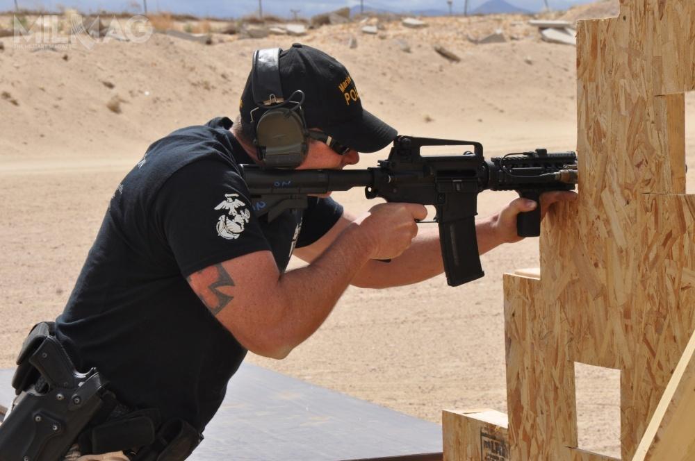Česká zbrojovka Group (CZG) poinformowała onegocjacjach wsprawie zakupu amerykańskiego przedsiębiorstwa Colt's Holding Company, dostawcy broni strzeleckiej dla sił zbrojnych USA / Zdjęcie: Laurie Pearson, Korpus Piechoty Morskiej USA