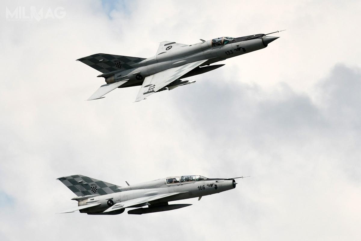 Z 12 przestarzałych samolotów myśliwskich MiG-21 (8jednomiejscowych MiG-21bis-D i4dwumiejscowych MiG-21UMD), będących nawyposażeniu wojsk lotniczych iobrony przeciwlotniczej HRZ, jedynie kilka ma być zdolnych dolotu. Stacjonują w91. i92. Bazie Lotniczej, odpowiednio, wZagrzebiu iPule / Zdjęcie: Ministerstwo Obrony Chorwacji