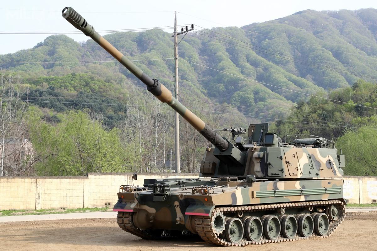 Na początku czerwca 2019 koreańskie siły zbrojne odbiorą ostatnie zponad 1,1 tysiąca zamówionych 155-mm armatohaubic K9. Dostawy dział rozpoczęły się w1999/ Zdjęcie: MO Korei Południowej