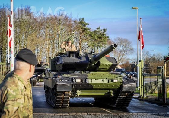 """W nazwie Leopard 2A7V, litera V pochodzi odsłowa """"Verbessert"""", co oznacza """"ulepszony"""". Zmodernizowane czołgi wejdą nawyposażenie dwóch batalionów pancernych Pułku Dragonów Jutlandzkich / Zdjęcie: Forsvaret danske"""