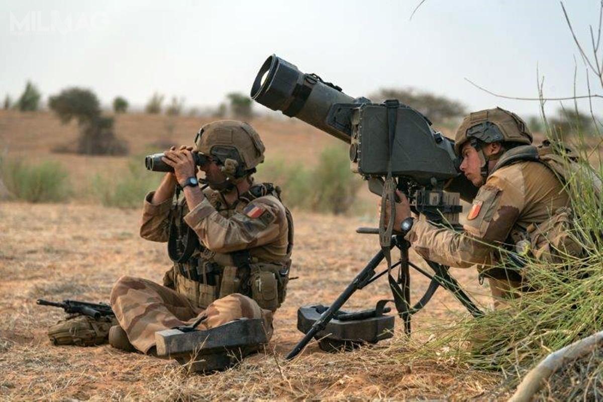 Systemy przeciwpancernych pocisków kierowanych MMP zadebiutowały wramach działań pustynnej grupy bojowej Picardie wydzielonej z1. Pułku Piechoty. Do2025 douzbrojenia nawyposażenie francuskich sił zbrojnych ma wejść 400 wyrzutni i1950 pocisków / Zdjęcie: Ministerstwo Sił Zbrojnych Francji