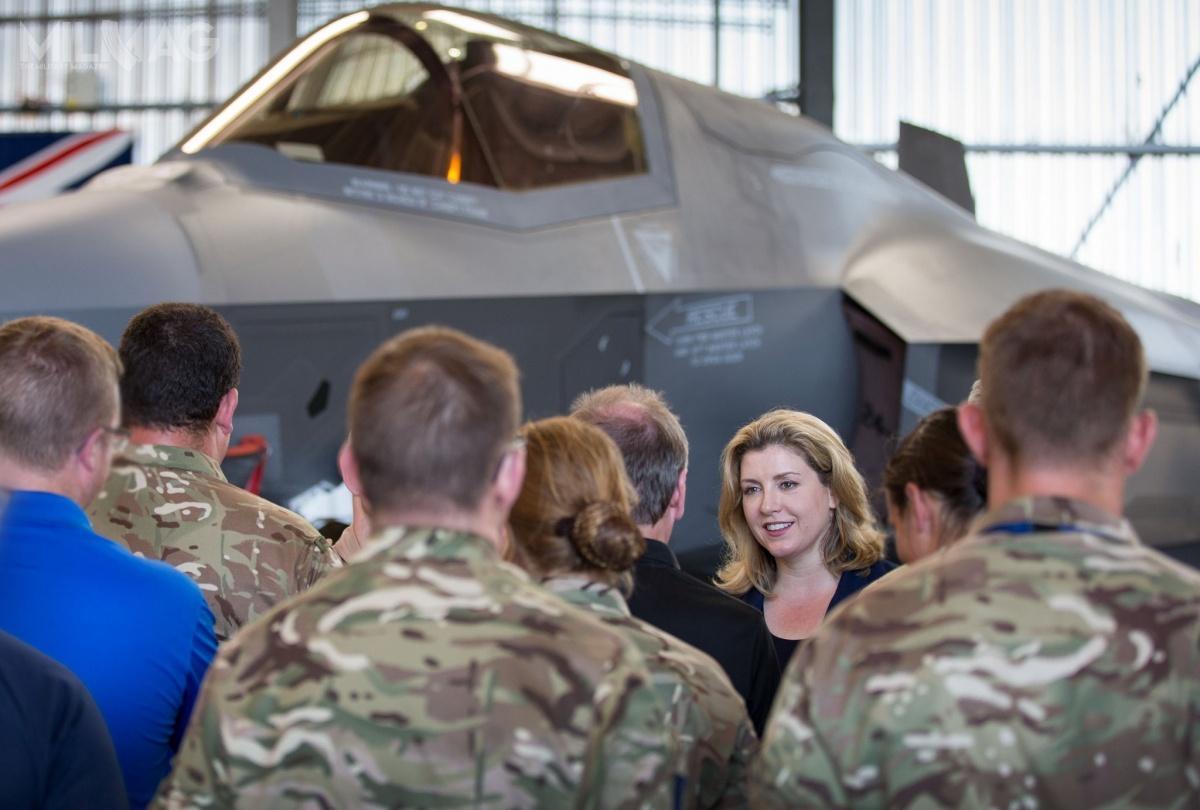 Penelope Mordaunt pełni urząd sekretarza obrony Wielkiej Brytanii od1maja 2019, kiedy zastąpiła Gavina Williamsona. Co ciekawe, jest córką byłego spadochroniarza. Mordaunt jest porucznikiem rezerwy Royal Navy od2013. Służyła wcześniej wbazie HMS King Alfred wPortsmouth / Zdjęcia: Ministerstwo Obrony Wielkiej Brytanii