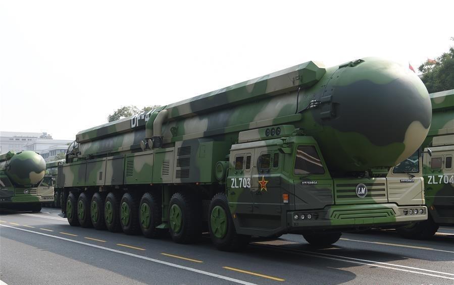 Na defiladzie zadebiutował także najgroźniejszy chiński międzykontynentalny pocisk balistyczny DF-41 ozasięgu ocenianym nawet na15 tys. km