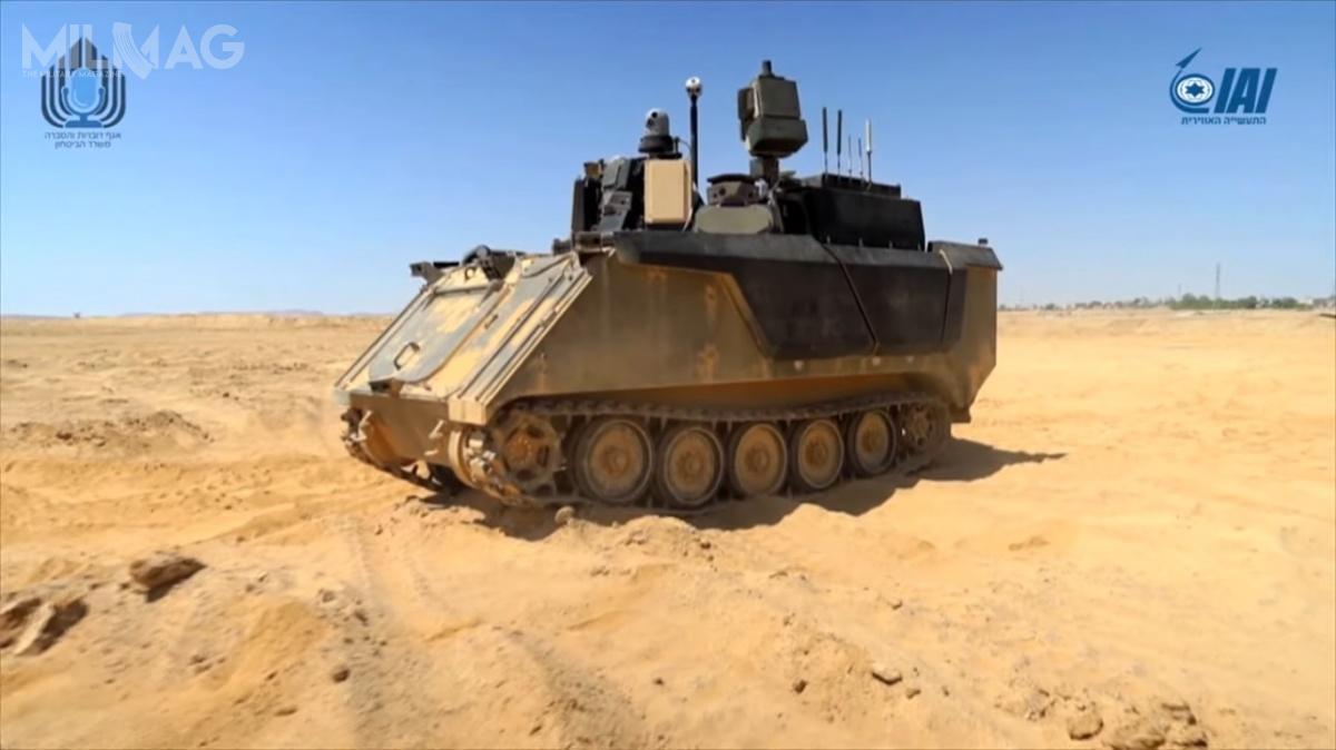 Koncepcja IAI opiera się otymczasowe podwozie transportera piechoty M113 Zelda. Załoga ma dodyspozycji dotykowe ekrany imanipulatory drążkowe, przypominające te dogier wideo, atakże ekrany ścianowe, wyświetlające obraz sytuacji wokół pojazdu. Załoga była wspierana przezbezzałogowy statek latający, którydostarczał obraz sytuacji taktycznej zpowietrza. Jako jedyny ztrzech demonstratorów, pojazd IAI niezostał wyposażony wuzbrojenie / Zdjęcia: Ministerstwo Obrony Izraela