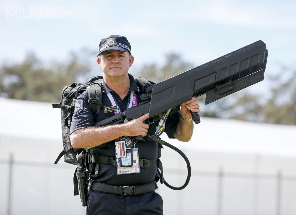 DroneGun Tactical tokompaktowy zestaw doobezwładniania bsl zapomocą fal radiowych wodległości do1000 m
