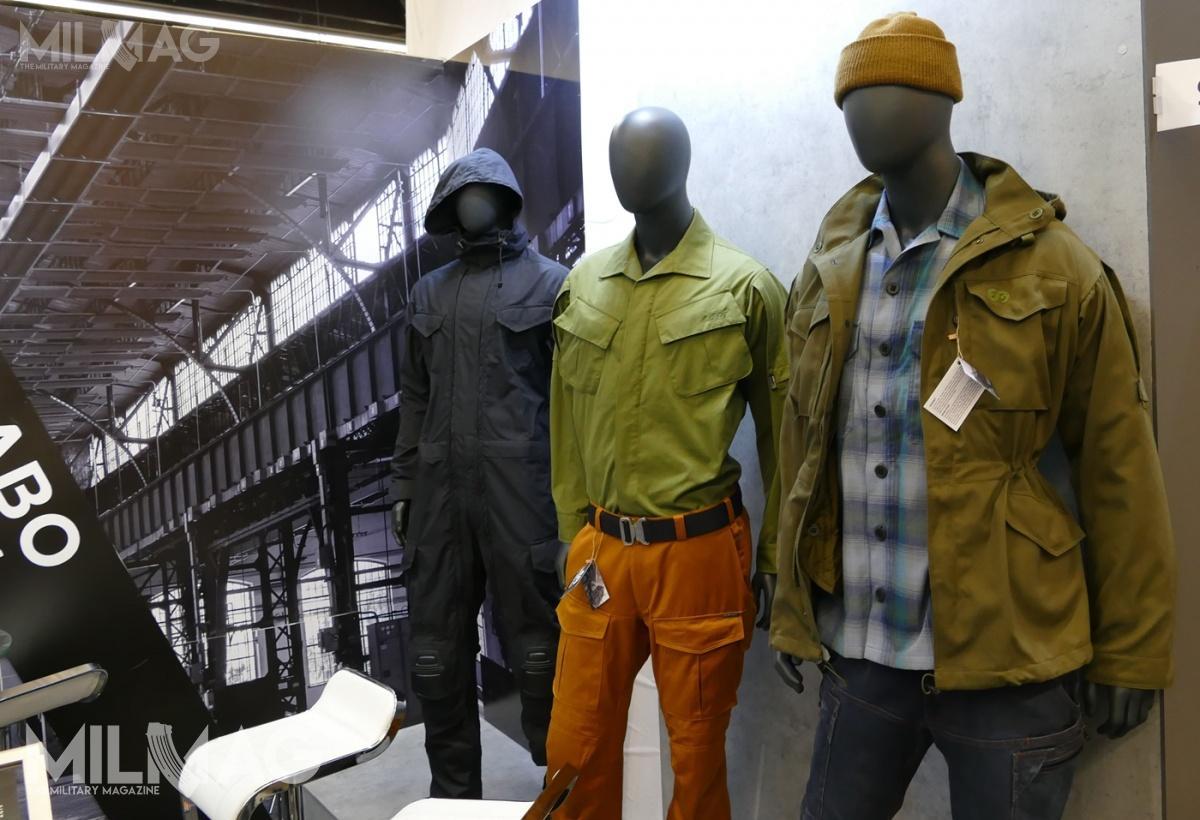 Bardzo ciekawe są projekty spodni. Dżinsy Denim X przypominają robocze modele marek modowych isą wykonane zdoskonałych materiałów. Krój izastosowane rozwiązania sugerują, żespodnie będą się sprawdzać zarówno nacodzień jak iwciężkich warunkach. Pomarańczowe Scandix X totypowe spodnie turystyczne wstylu skandynawskim / Zdjęcia: Remigiusz Wilk