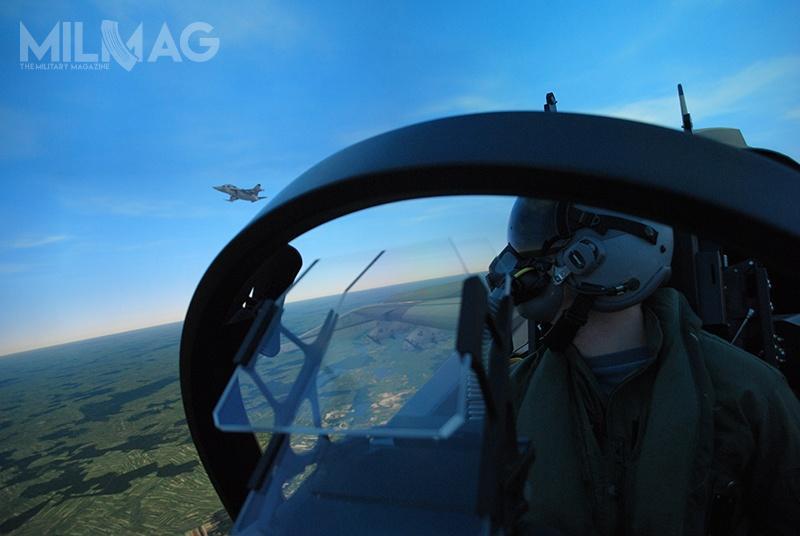 Symulatory umożliwią zdobywanie umiejętności, począwszy odpodstawowej znajomości samolotu szkolno-treningowego M-346 Bielik, aż poumiejętności wzakresie lotów operacyjnych wzłożonym środowisku. /Zdjęcie: Elbit Systems