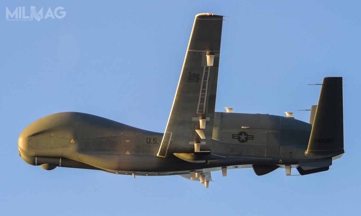 Pierwotnie USAF operowały czterema EQ-4B Global Hawk, leczjeden znich uległ wypadkowi 20 sierpnia 2011 wAfganistanie / Zdjęcie: Northrop Grumman
