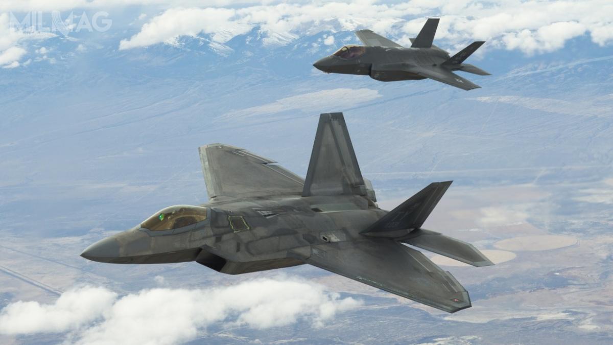 Przekaźnik gatewayONE ma pozwolić nabezpieczną komunikację iwymianę danych pomiędzy samolotami 5. generacji amerykańskich Sił Powietrznych. Obecnie, choć wyposażone wzaawansowane iszyfrowane łącza, niemogą zesobą komunikować / Zdjęcie: USAF