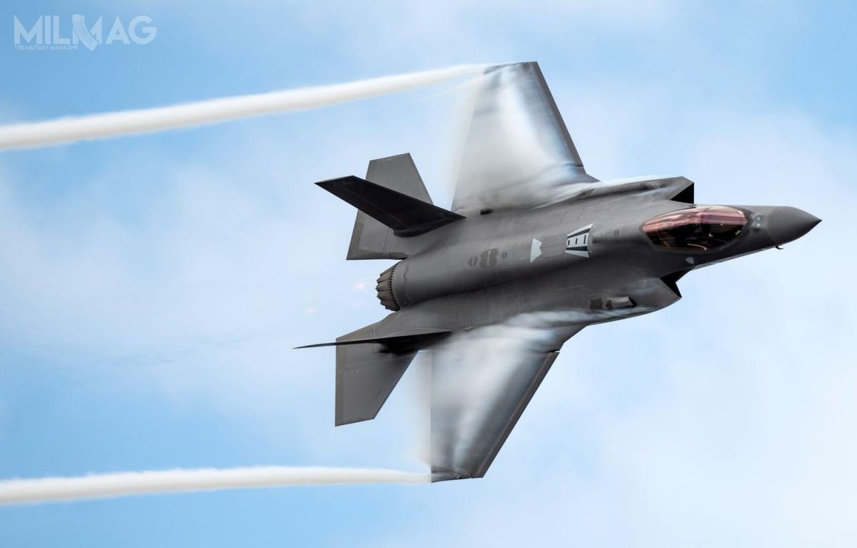 Grecja jest zainteresowana możliwością zakupu nowych lub używanych samolotów wielozadaniowych Lockheed Martin F-35A Lightning II, wliczbie od18 do24 egzemplarzy. Uzupełniłyby one zamówione wewrześniu weFrancji samoloty Dassault Rafale / Zdjęcie: USAF