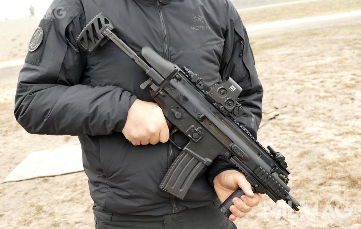 Jednostka Wojskowa GROM rozpoczęła postępowanie nadostawy karabinków modułowych. Jedną zwielokalibrowych konstrukcji złatwowymiennymi zespołami luf doróżnej amunicji, któramoże uzupełnić dotychczasowy arsenał Jednostki Specjalnej GROM jest subkarabinek FN SCAR-SC. Polskim dystrybutorem konstrukcji FN Herstal jest spółka Griffin Group Defence / Zdjęcia: Remigiusz Wilk