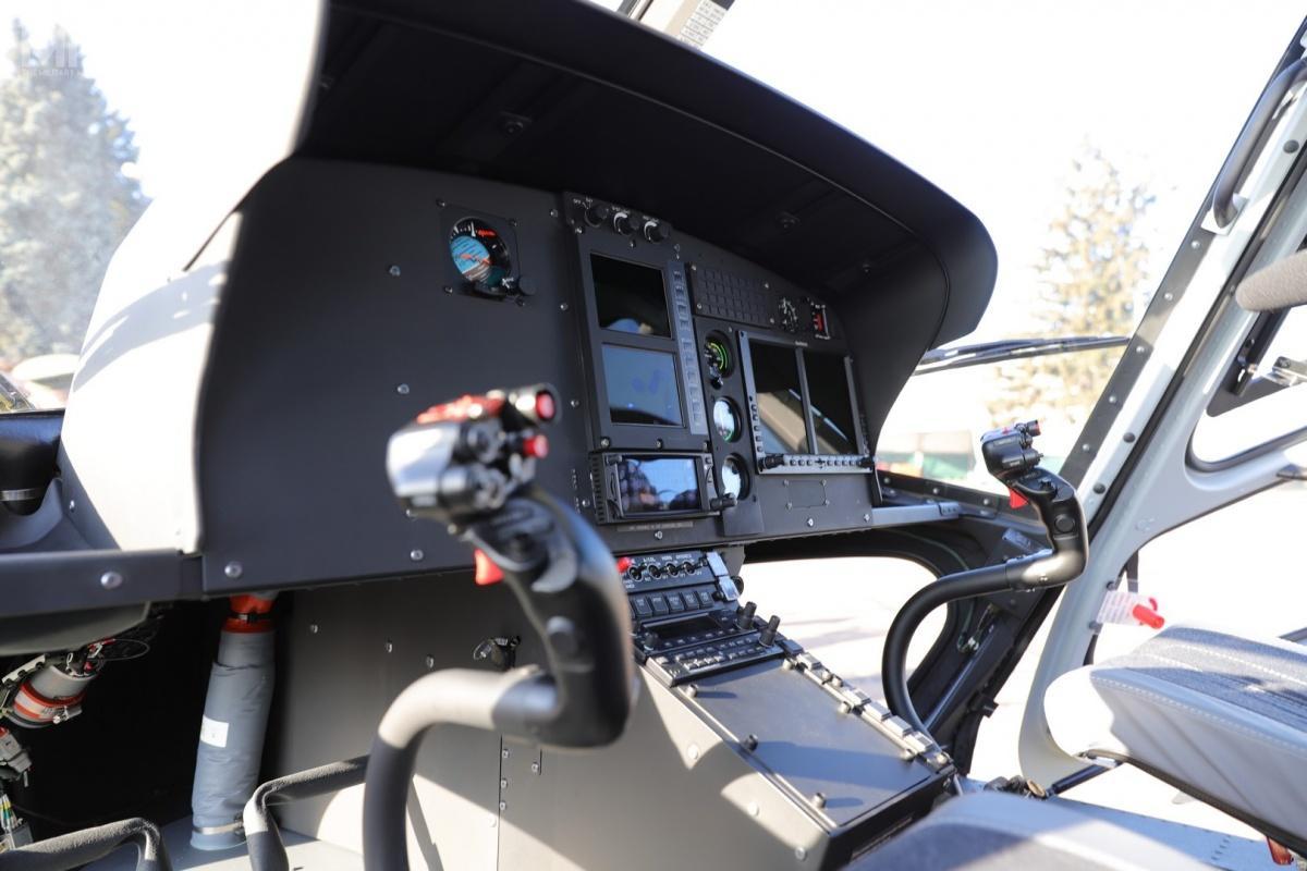 H125 Écureuil jest zdolny dotransportu sześciu członków załogi ipasażerów. Wporównaniu zcięższymi, dwusilnikowymi śmigłowcami zrodziny Mi-8, H125 są nawet odczterech dopięciu razy tańsze weksploatacji