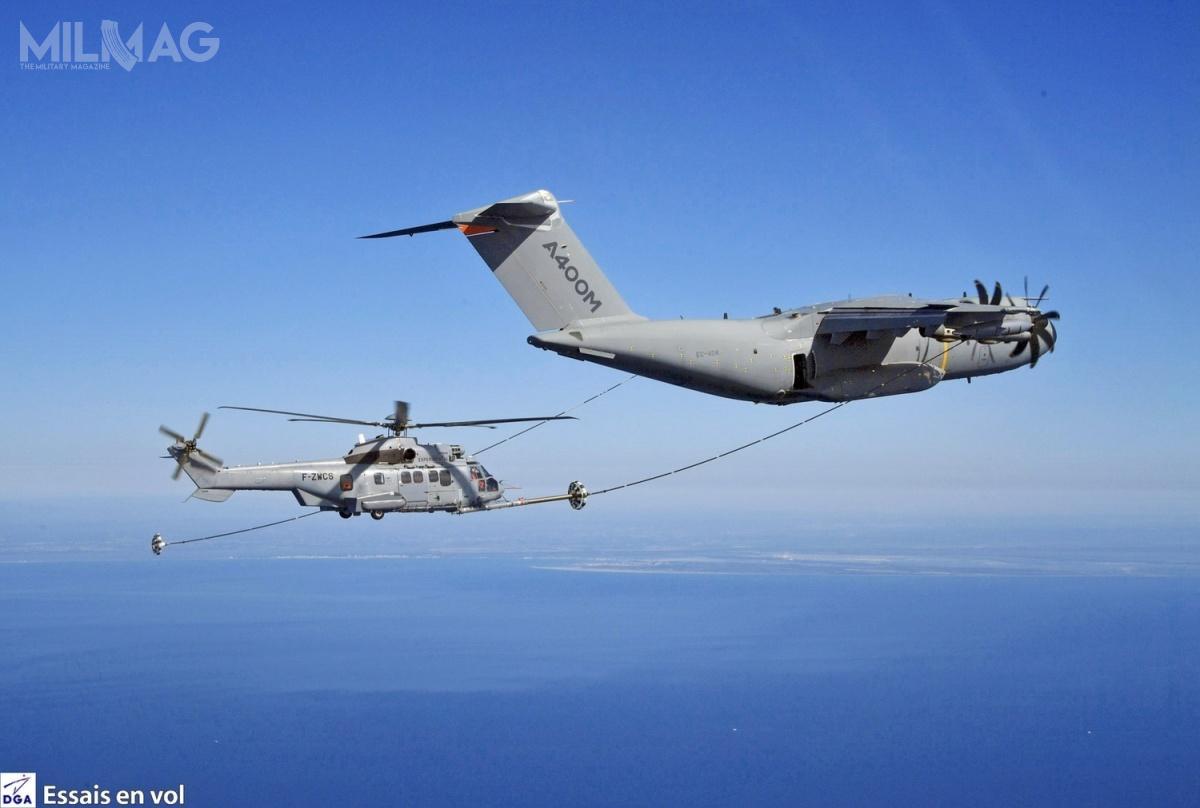 Kolejny etap prób, czyli podawania paliwa, zaplanowano nakoniec 2019. Ostateczna certyfikacja nastąpi w2021. A400M już wykazał się zdolnością dotankowania samolotów myśliwskich, takich jak Typhoon, Rafale, Tornado czyF/A-18, czysamolotów transportowych, takich jak inny A400M, C295 lub C-130 / Zdjęcie: DGA