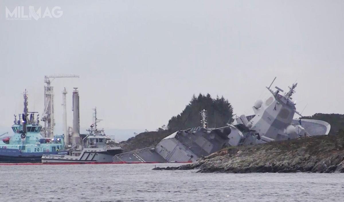 W wyniku kolizji inabierania wody przezuszkodzony kadłub doszło doznacznego przechylenia norweskiej fregaty, co stwarzało zagrożenie zatonięcia jednostki. /Zdjęcie: Navy Lookout