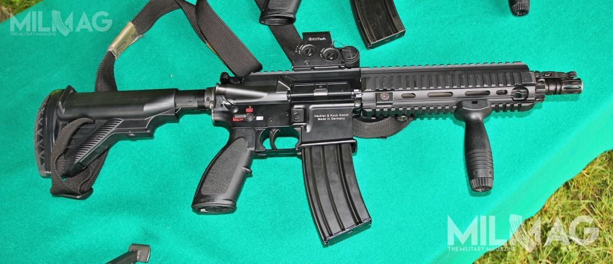 5,56-mm niemieckie karabinki H&K HK416 wtrzech odmianach są najliczniej wykorzystywaną bronią długą wJednostce Wojskowej GROM, jak iwwiększości jednostek Komponentu Wojsk Specjalnych (JW Nil, JWK), oprócz Jednostki Wojskowej Formoza, którawykorzystuje 5,56-mm HK G36KV3. HK416 jest także nawyposażeniu funkcjonariuszy Centralnego Pododdziału Kontrterrorystyczngo Policji BOA / Zdjęcie: Jakub Link-Lenczowski