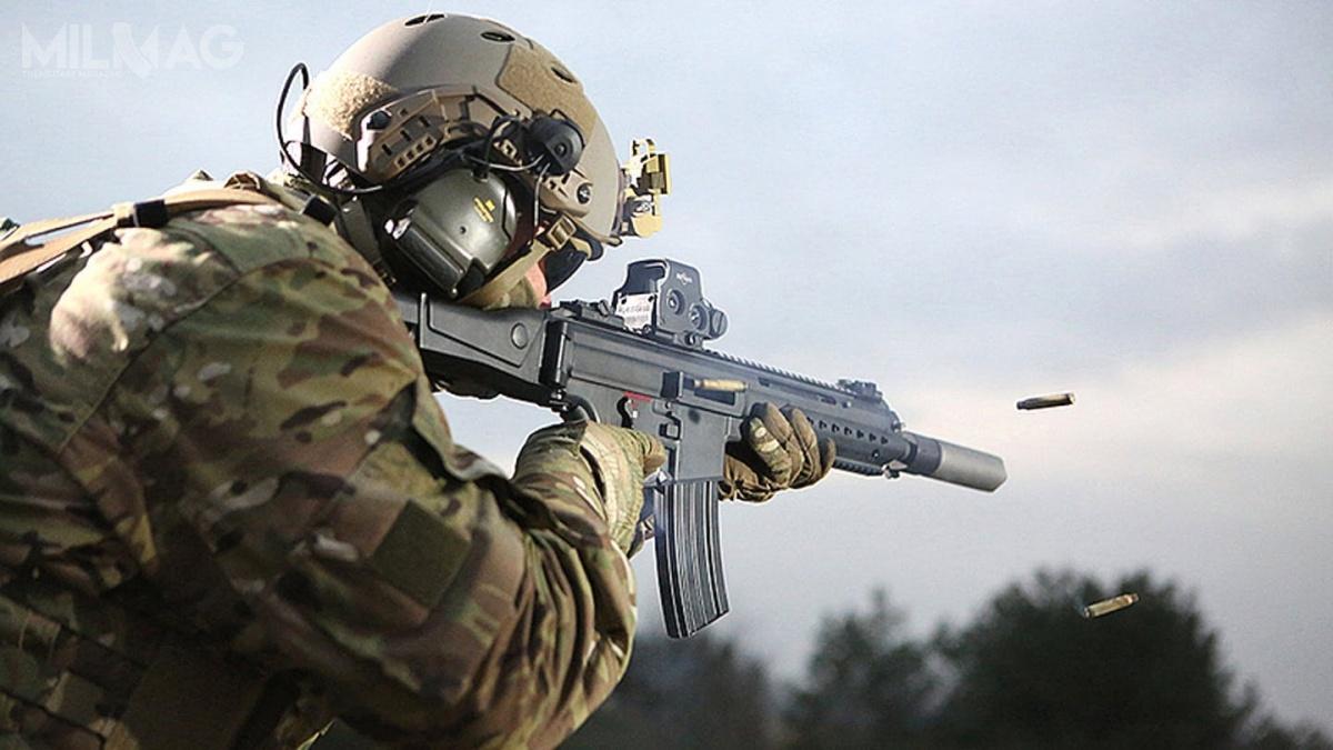 W najbliższych tygodniach niemieckie ministerstwo obrony ma zakończyć analizę dotyczącą możliwego naruszenia praw intelektualnych wkarabinku MK556, którywybrano jako następcę G36. Rząd przychyla się dowykluczenia producenta broni zpostępowania ipodpisania umowy zdotychczasowym dostawcą, przedsiębiorstwem Heckler & Koch. / Zdjęcie: H&K