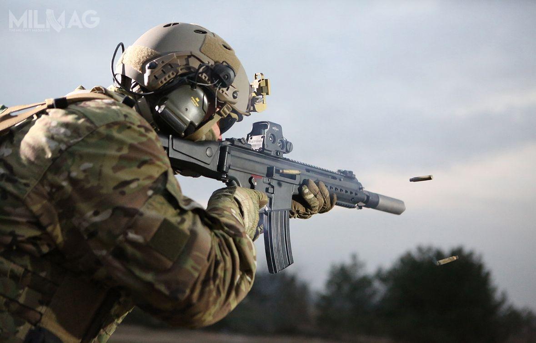 Heckler & Koch poraz pierwszy odtrzech lat wykazał niewielki zysk. Zadłużony producent broni liczy, żesytuację poprawi podpisanie umowy zBundeswehrą nanowy karabinek, następcę G36. Postępowanie nabroń, wktórejH&K oferuje model HK433 (nazdjęciu) iHK416 ma zostać zakończone wbieżącym roku / Zdjęcie: H&K