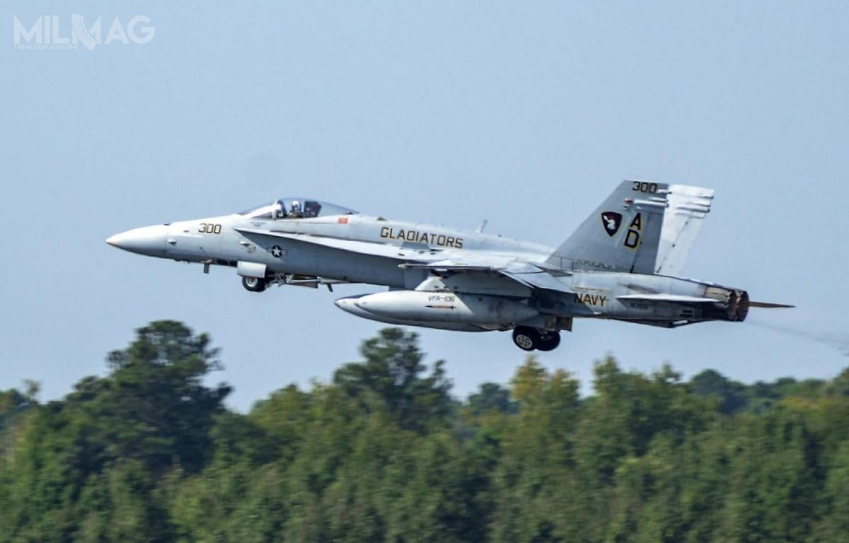 Przewiduje się, żeniektóre egzemplarze samolotów F/A-18 Hornet zostaną zakonserwowane ibędą mogły zostać przywrócone dosłużby wUS Navy wrazie pilnej potrzeby operacyjne