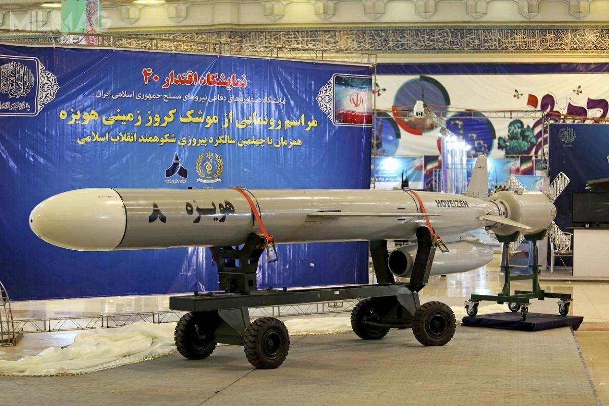 Iran nieukrywa, żepocisk manewrujący Howejza jest rozwinięciem wcześniejszych konstrukcji, Soumar iMeszkat, które zkolei mają wywodzić się zrosyjskiego Ch-55. /Zdjęcie: Ministerstwo Obrony iLogistyki Iranu