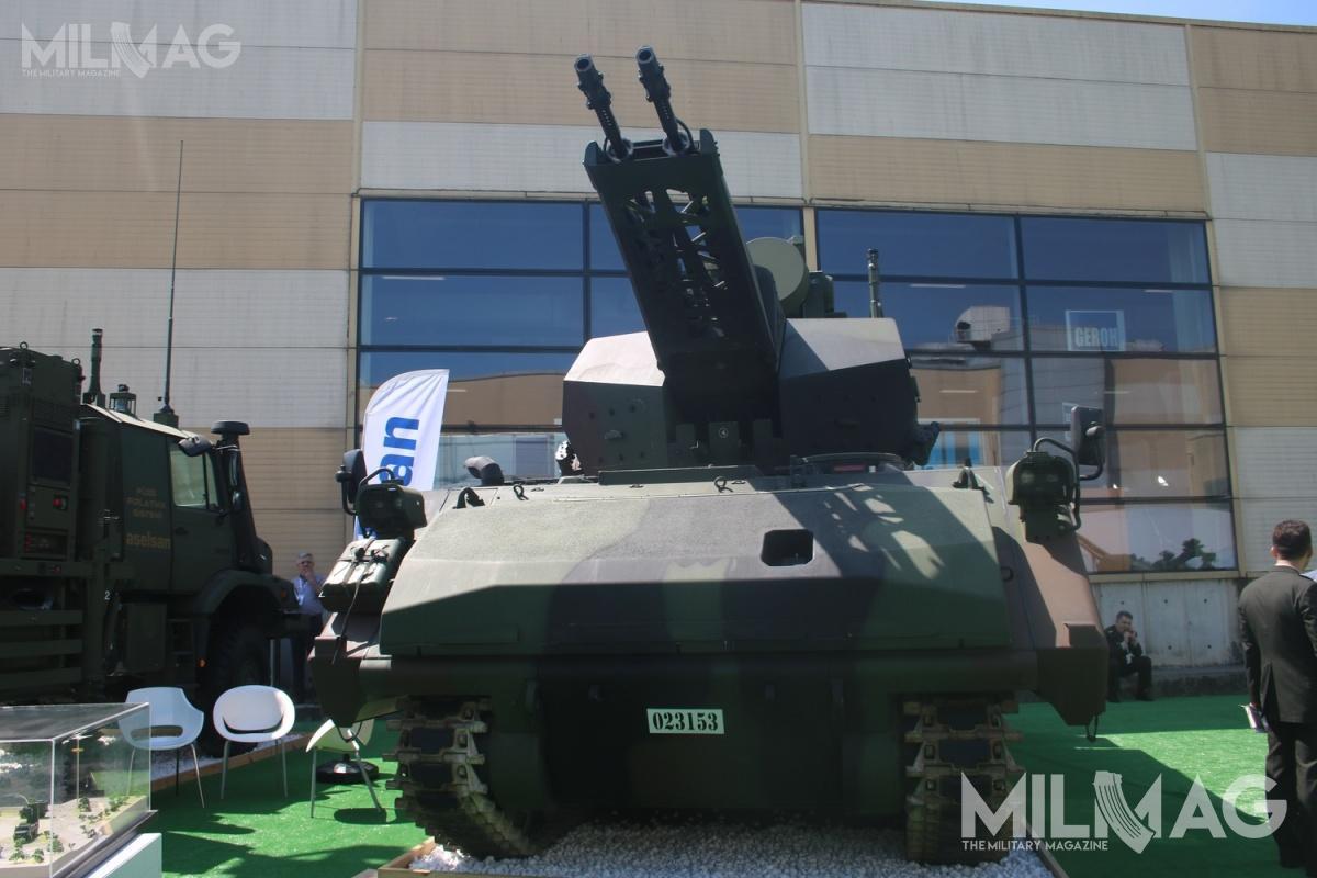 Pojazd ogniowy (SSA) systemu Korkut został wyposażony wniemiecką bezzałogową wieżę zdwiema 35-mm armatami automatycznymi, dostarczaną przezspółkę joint venture Rheinmetall MKEK Technologies. / Zdjęcie: Michał Jarocki