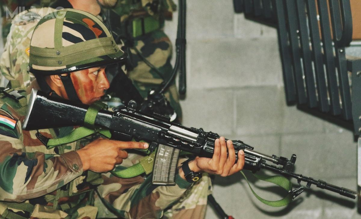 Nowe karabinki doamunicji 7,62 mm x 39 mają zastąpić wwojskach lądowych Indii zarówno rodzinę broni INSAS donaboju 5,56 mm x 45, jak też liczne klony AKM zasilane amunicją 7,62 mm x 39 / Zdjęcie: DVIDS