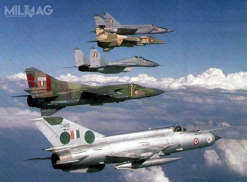 Przez lata Indie operowały ioperują wdalszym ciągu setkami samolotów bojowych wyprodukowanych wZSRR iRosji oraznalicencji, takimi jak MiG-21FL/bis, MiG-23BN/MF, MiG-25RBK/RU, MiG-27ML czyMiG-29UPG. /Zdjęcie: Ministerstwo Obrony Indii.