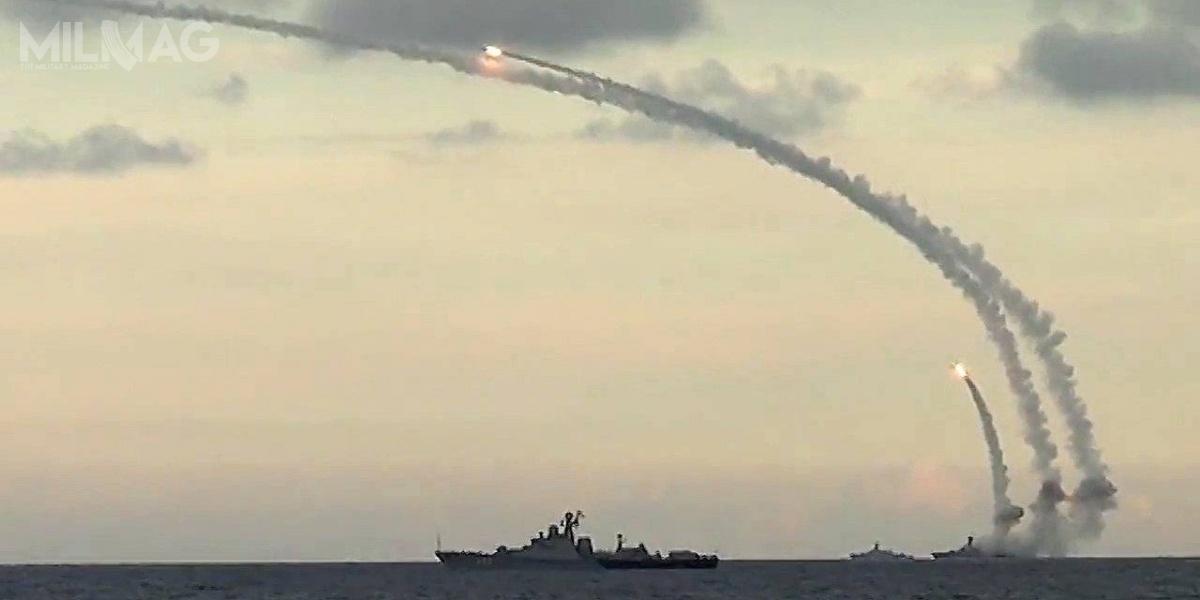 Pociski zrodziny Kalibr-NK, wystrzeliwane zokrętów nawodnych orazKalibr-PŁ, wwersji dla okrętów podwodnych, zadebiutowały wboju podczas rosyjskich działań wSyrii / Zdjęcie: Ministerstwo Obrony Federacji Rosyjskiej