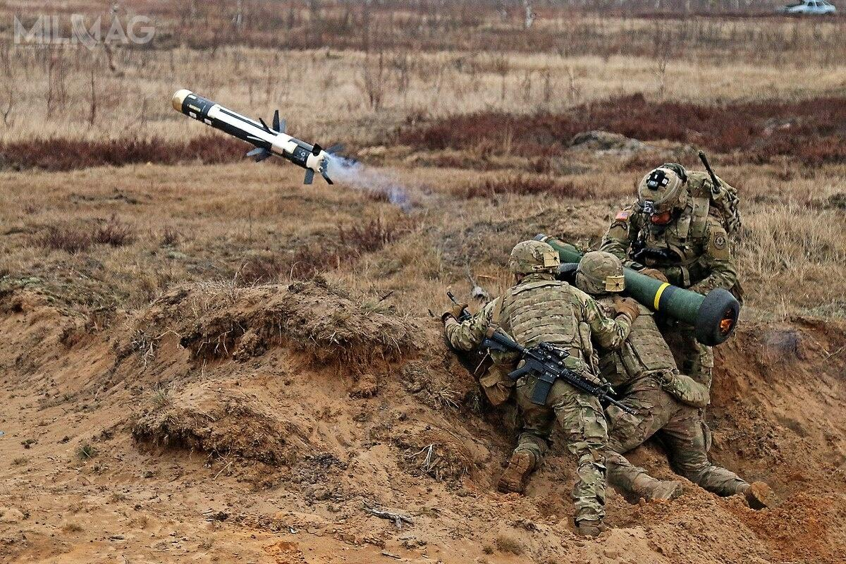 Polska może stać się kolejnym wregionie Europy Środkowej iWschodniej użytkownikiem amerykańskiego systemu pocisków przeciwpancernych Javelin. Wcześniej, zamówiły je Litwa (2001), Czechy (2015) iEstonia (2016), awubiegłym roku Ukraina / Zdjęcie: US Army