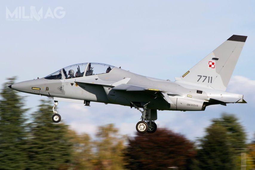 Po wprowadzeniu wszystkich 16 samolotów szkolenia zaawansowanego Leonardo M-346 Bielik dosłużby wSiłach Powietrznych, Polska stanie się trzecim największym poIzraelu (30 samolotów oznaczonych jako M-346 Lavi) iWłoszech (18 T-346A), użytkownikiem tych samolotów naświecie. / Zdjęcie: Ministerstwo Obrony Narodowej
