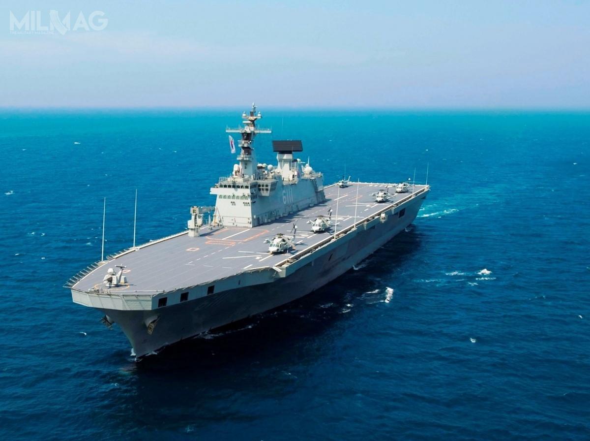 Nowy okręt ma dysponować dwukrotnie większą wypornością wporównaniu zdwoma jednostkami typu Dokdo. Jest tozadeklarowana wyporność 30 tys. t wporównaniu do14,5 tys. t wyporności pustej, więcniewykluczone żewyporność pełna LPH-II będzie jeszcze większa. / Zdjęcie: US Navy