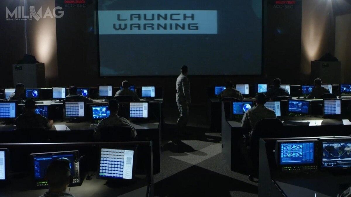 Po zamachach z11 września 2001, amerykańskie siły zbrojne skupiły się naglobalnej wojnie zterroryzmem, co spowodowało, żeprzestrzeń kosmiczna została zmarginalizowana aoddzielne dowództwo zlikwidowane iwłączone wstruktury Sił Powietrznych. Obecna sytuacja geopolityczna spowodowała odejście odtego trendu ipowrót dobudowy struktur potrzebnych doprowadzenia walki zrównorzędnym przeciwnikiem / Zdjęcie: Departament Obrony USA