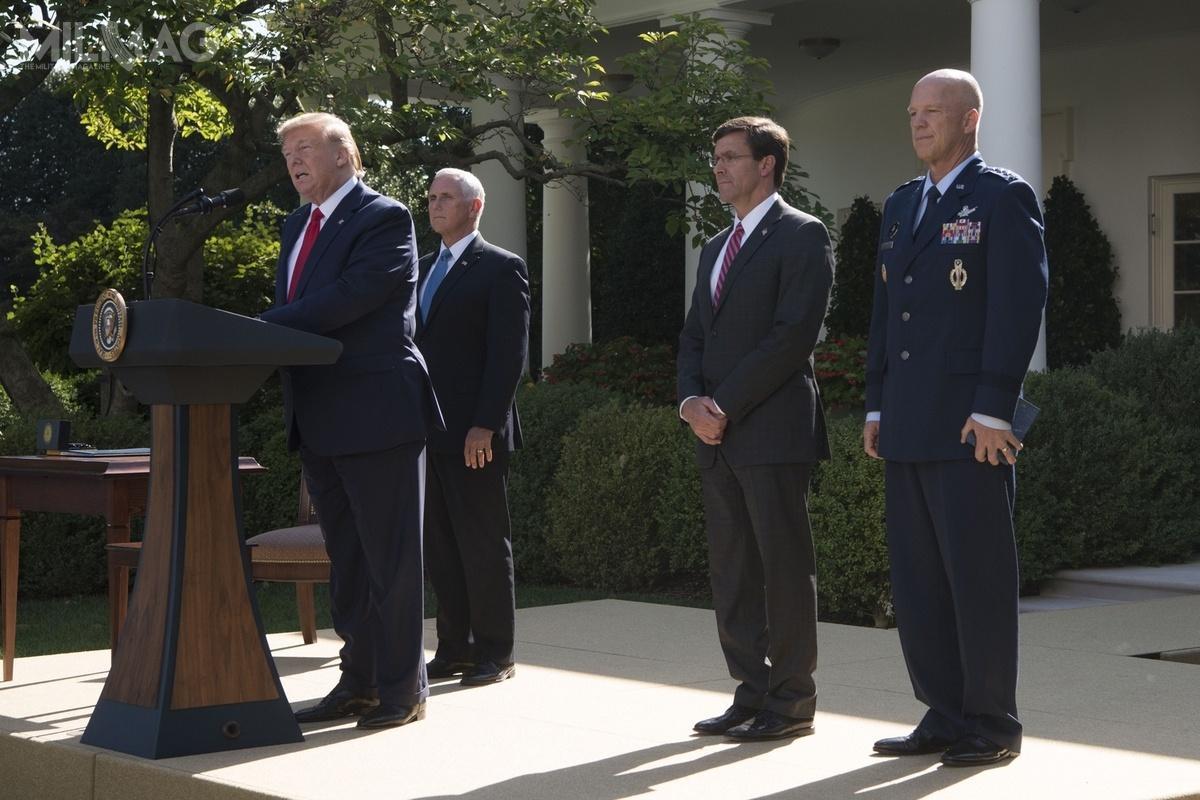 Podczas uroczystości wogrodzie Różanym Donald Trump powołał Dowództwo Kosmiczne Stanów Zjednoczonych. Będzie tojedenaste dowództwo funkcjonalne Departamentu Obrony USA / Zdjęcie: USSPACECOM