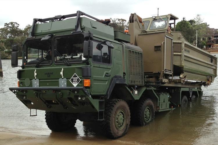 Programy Land 121 Phase 3B iLand 121 Phase 5B obejmują dostawy m.in.ciężkich pojazdów samozaładowczych 8x8