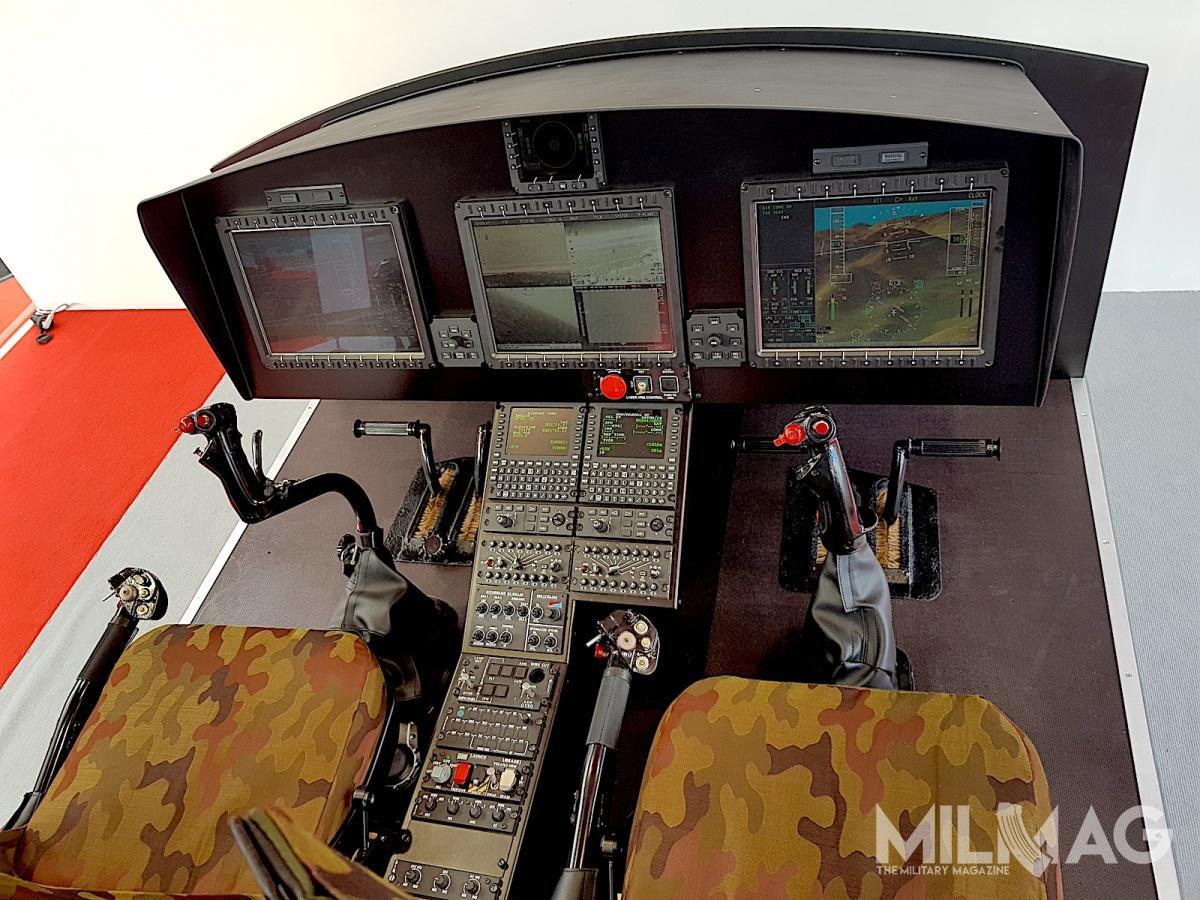 Leonardo zaprezentował wKielcach makietą kabiny pilotów W-3 Next Generation, wyposażoną wtrzy duże ciekłokrystaliczne wyświetlacze, pochodzącymi ześmigłowców Agusta Westland AW169