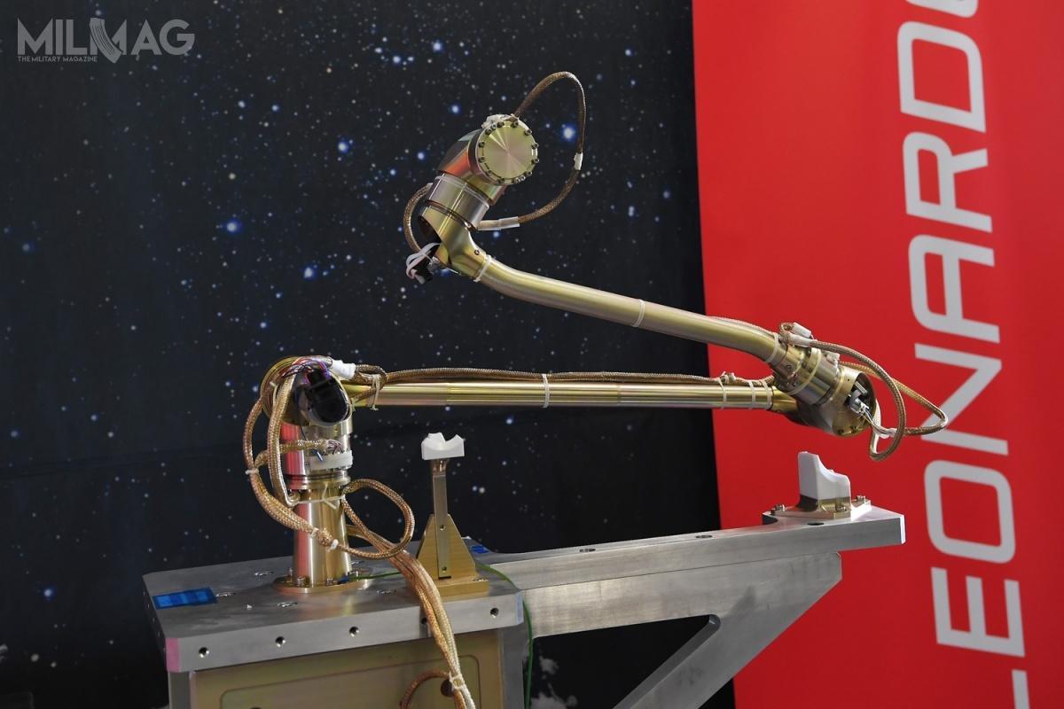 Projekt zarówno ramion robotycznych SFR, jak iSTA jest oparty nadoświadczeniach zdobytych wtrakcie opracowywania przezkoncern Leonardo modeli DELIAN orazDEXARM, które nadal są uważane zastandardy naeuropejskim rynku kosmicznym. Ponadto Leonardo ma doświadczenie wsektorze wierceń kosmicznych, jako żeopracowała wiertła dla takich misji, jak Rosetta, ExoMars orazLuna-27. / Zdjęcie: Leonardo